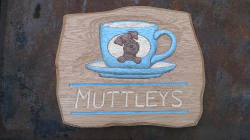 Muttleys cafe wooden sign